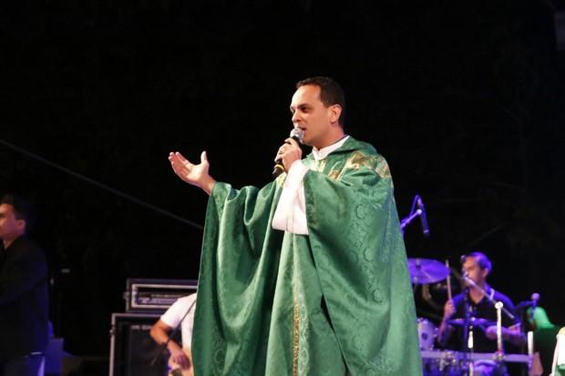 Missa de 7º dia de Cristiano Araújo  (Foto: Evandro José / EGO)