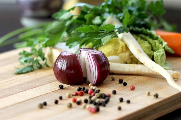 Para fazer o caldo você pode utilizar talos e todas as partes dos legumes (Foto: Divulgação)