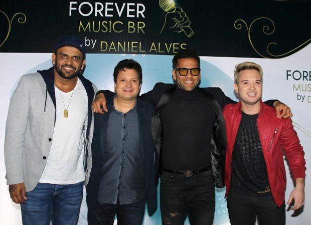 Ney Alves, Giuliano Matheus, Daniel Alves e Thiago Matheus (Foto: Thiago Duran/AgNews)