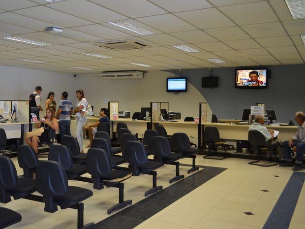 Sala de atendimento da sede do Detran estava prativamente vazia nesta quinta-feira (5) (Foto: Marina Fontenele/G1)