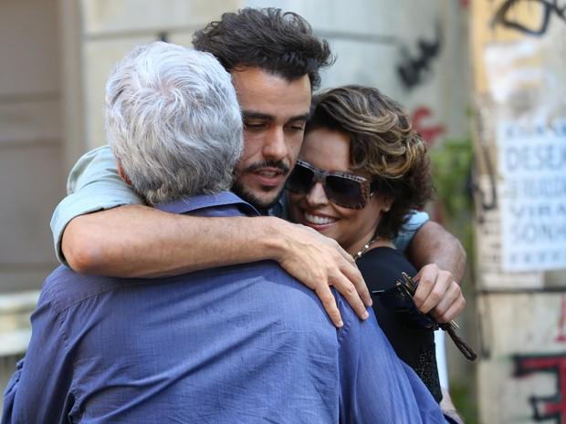Enrico desabafa com os pais (Foto: Carol Caminha/ Gshow)