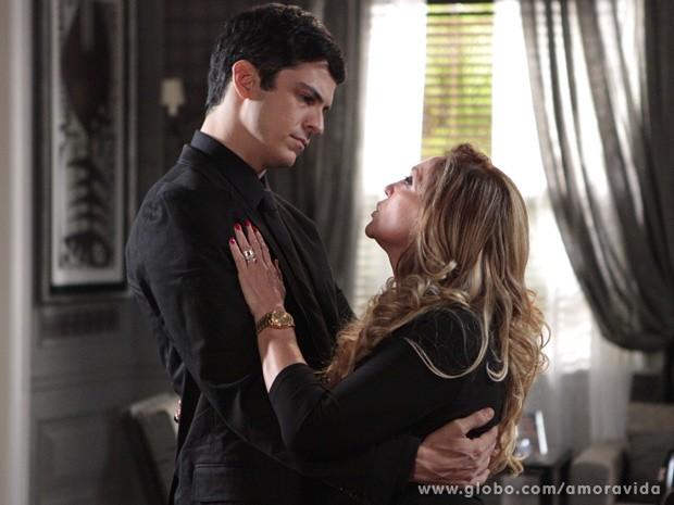 Pilar promete que César será justo com Félix (Foto: Amor à Vida / TV Globo)