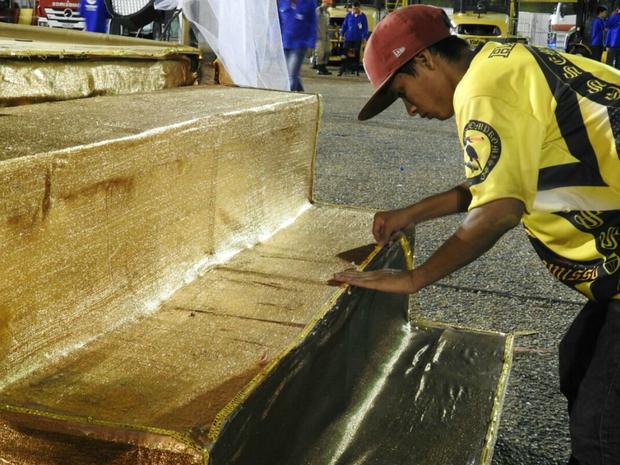 Materiais usados em carnavais passados foram reaproveitados (Foto: Adneison Severiano/G1 AM)