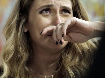 Atena se desespera com estado de Romero (Foto: TV Globo)