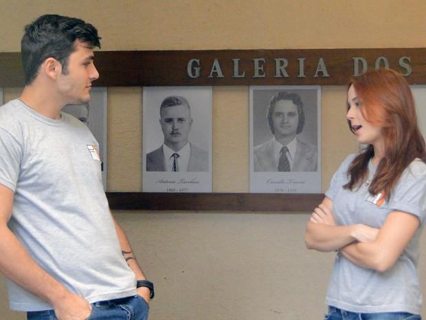 Débora pega Bernardo com outra e cobra exclusividade (Foto: Malhação / Tv Globo)