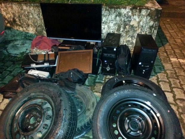 Objetos furtados de casa no Park Way, no Distrito Federal (Foto: Polícia Militar/Divulgação)