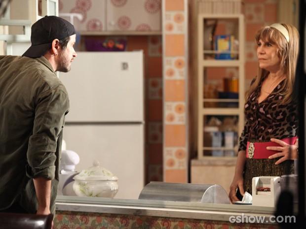 Após ver traição, Jonas briga feio com Gláucia (Foto: Camila Camacho/TV Globo)