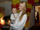 Carol Trentini comemora aniversário de um ano do filho em São Paulo