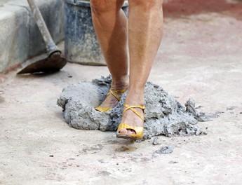 Adisabeba pisa no cimento (Foto: Ellen Soares/ Gshow)