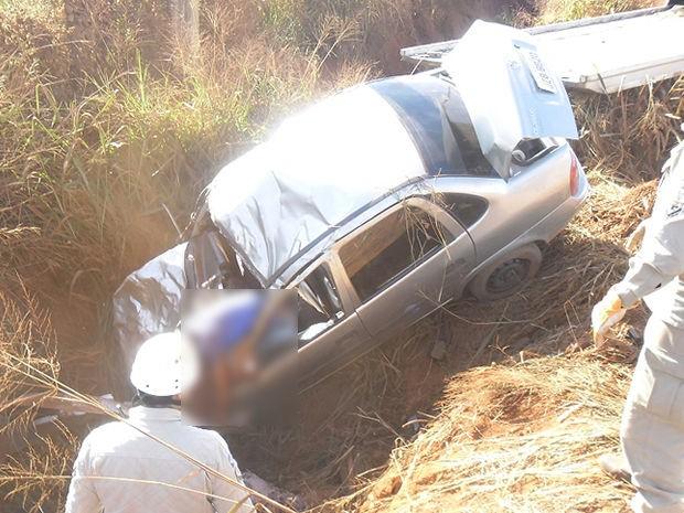 Três pessoas da mesma família morreram em acidente. (Foto: Rádio Pioneira)