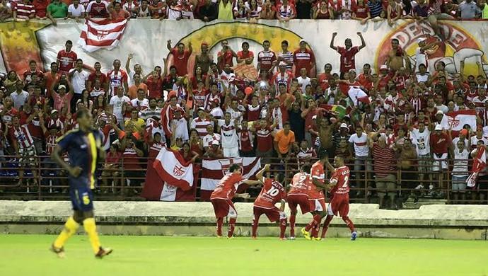 Jogadores regatianos comemoram o segundo gol do CRB (Foto: Ailton Cruz/ Gazeta de Alagoas)