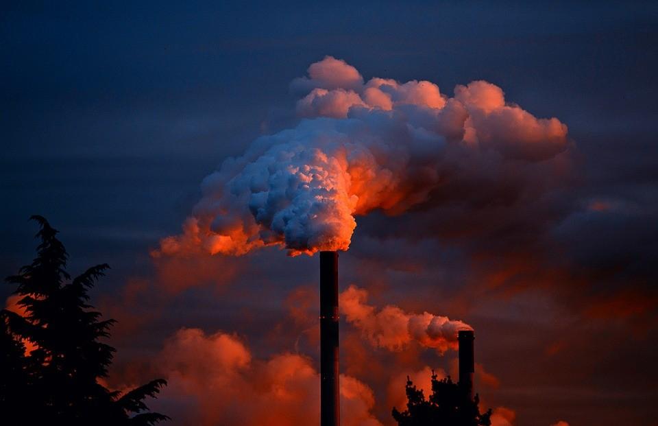 Apesar da medida adotada pelo presidente Donald Trump, empresas continuarão a reduzir as emissões de gases tóxicos (Foto: Pixabay/JuergenPM)