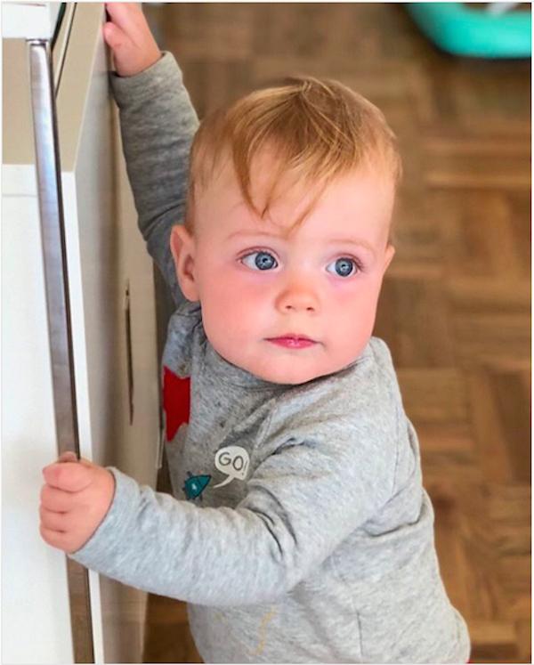O oitavo filho do cantor Mick Jagger, o pequeno Deveraux, também filho da bailarina Melanie Hamrick (Foto: Instagram)