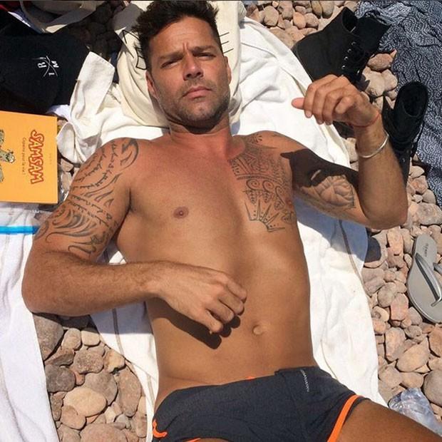 Ricky Martin em praia na França (Foto: Instagram/ Reprodução)