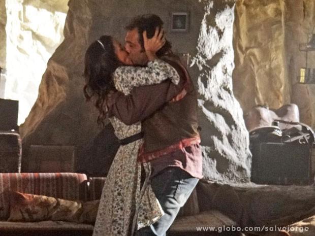 Zyah fica com Ayla grávida e diz que Bianca é só lembrança (Foto: Salve Jorge/TV Globo)