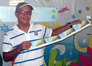 O contador Raimundo Fidelis comprou quatro ingressos para a Copa do Mundo (Foto: Thiago Pereira)