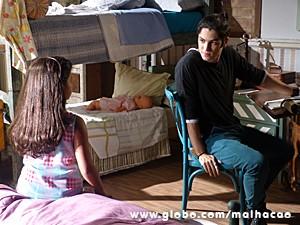 Antônio se abre com Tita e diz que gosta de outra (Foto: Malhação / TV Globo)