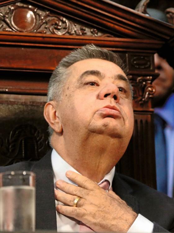 O deputado Jorge Picciani,do PMDB,na cadeira que ocupa há seis gestões e trecho de decisão do STJ (Foto:  Domingos Peixoto / o Globo )