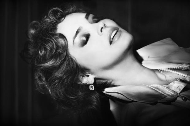 Suzy Rêgo encarna Isabella Rossellini no filme 'Veludo Azul' para ensaio (Foto: Alex Falcão/Divulgação)