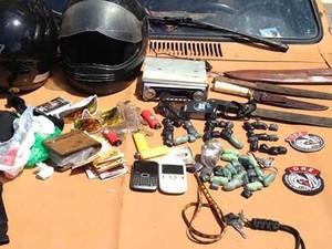 Com o grupo de flanelinhas foram aprendidas drogas, armas e celulares, em João Pessoa (Foto: Walter Paparazzo/G1)