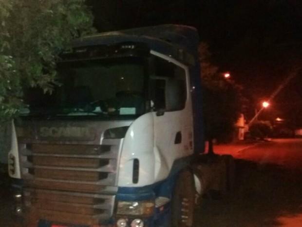 Caminhoneiro foi preso suspeito de matar mulher a facadas (Foto: Divulgação/Polícia Militar)