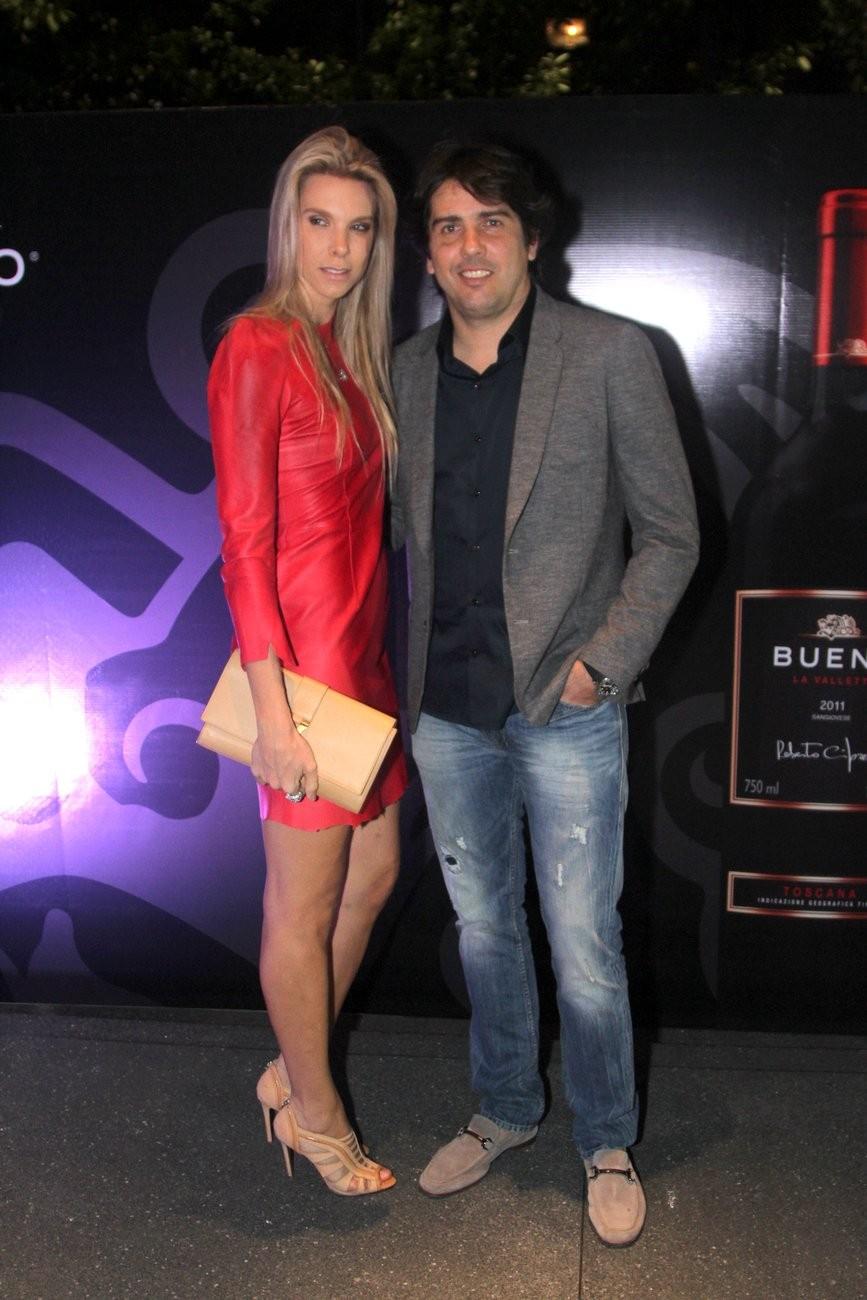 Cacá Bueno e a mulher (Foto: Marcelo Brammer e Thiago Duran/Agnews)