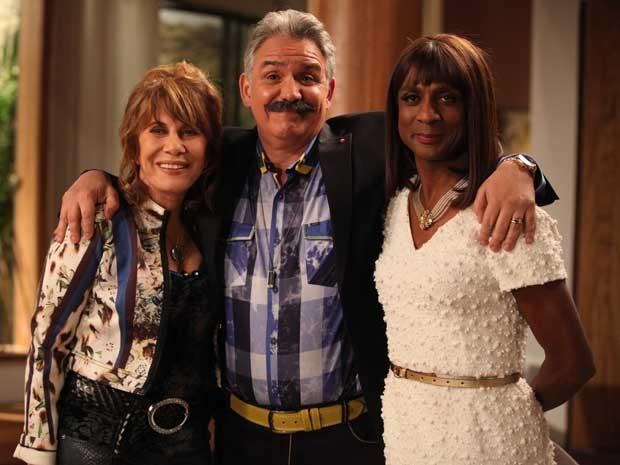 Hubert entre Renata Sorrah e Luis Miranda (Foto: Pedro Curi/ TV Globo)
