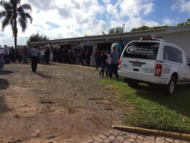 Corpo de estudante morto em assalto é velado em Soledade (Foto: Eder Calegari/RBS TV)