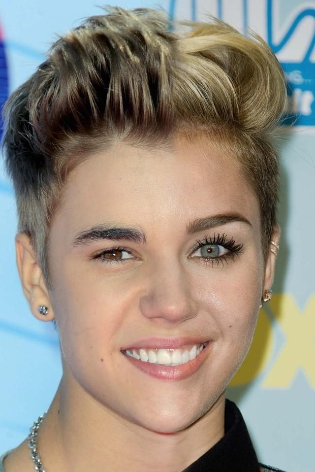 Montagem com fotos de Justin Bieber e Miley Cyrus (Foto: Reprodução Huffington Post)