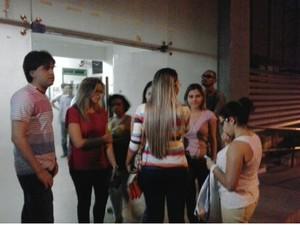 candidatos presta BO na delegacia (Foto: TV Verdes Mares/Reprodução)