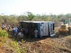 Ônibus tomba na PI-110 em Batalha, criança morre e 15 ficam feridos