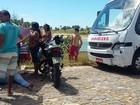 Adolescente de 15 anos morre ao colidir moto contra ônibus no Litoral