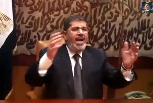 Morsi em imagem da Tv estatal egípcia divulgada nesta quarta-feira (3), pouco após ser deposto do poder (Foto: AFP)