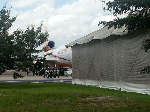 Avião transportava carga e quatro tripulantes (Foto: Girlene Medeiros/G1 AM)