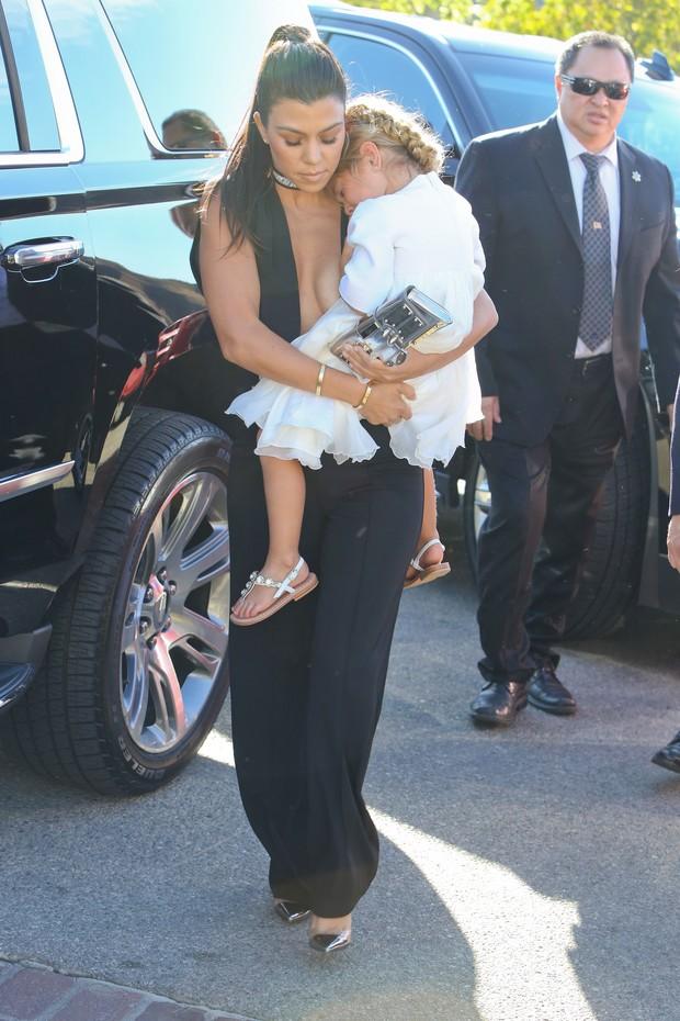 Kourtney Kardashian e a filha Penelope (Foto: X17)