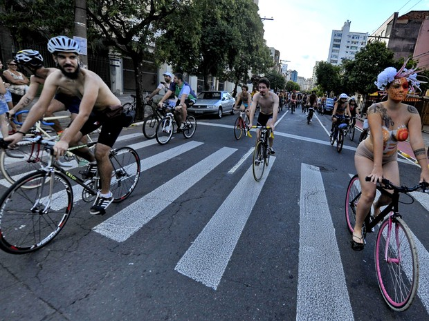 Pedalada Pelada em Porto Alegre (Foto: Lauro Alves / Agencia RBS)