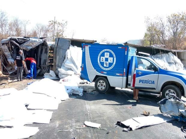 Colisão deixou outras duas pessoas com ferimentos leves, segundo polícia (Foto: Blog do Sigi Vilares)