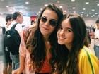 Apesar de voo atrasado, Bruna Marquezine desembarca em Fortaleza