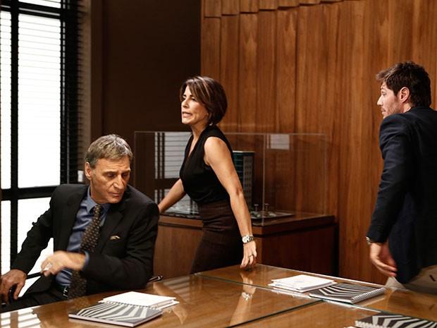 Beatriz fica descontrolada com a humilhação (Foto: Inácio Moraes/Gshow)