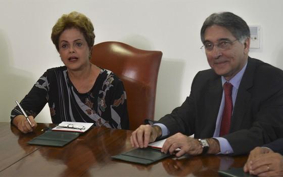 Dilma Rousseff e Fernando Pimentel (Foto: Fabio Rodrigues Pozzebom / Agência Brasil)