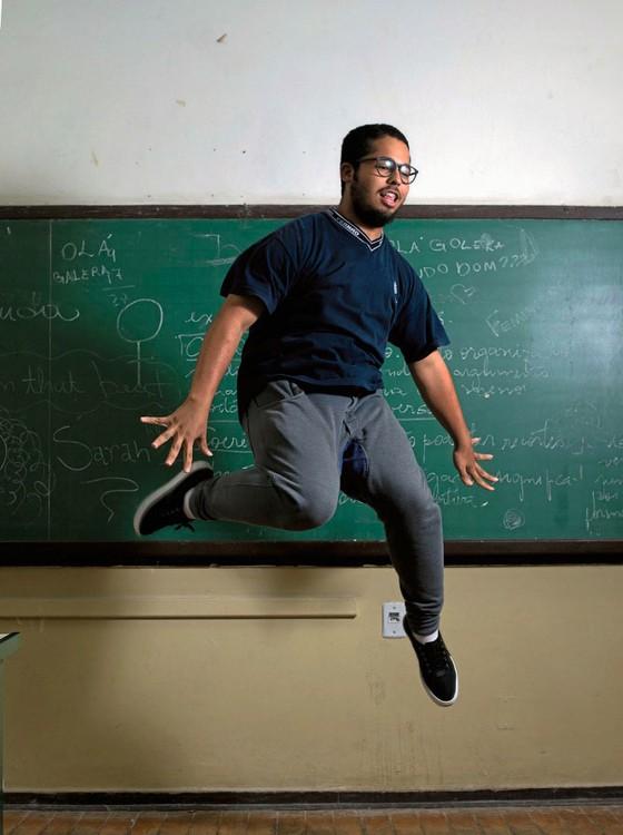 Mateus Ribeiro,16 anos,é aluno do 3 ano do ensino médio.Não Participou da ocupação porque não estudava na Fernão Dias á época (Foto:  Emiliano Capozoli/ÉPOCA)