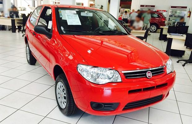 Fiat Palio Fire 2014 exposto em loja (Foto: Guilherme Blanco Muniz/Autoesporte)