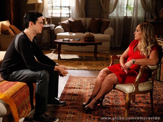 Pilar conta para Félix que vai ficar com César (Foto: Amor à Vida / TV Globo)
