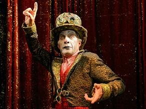 Os atores são caracterizados como figuras comumente chamadas 'freaks' dos circos (Foto: Divulgação/Andre Stefano)