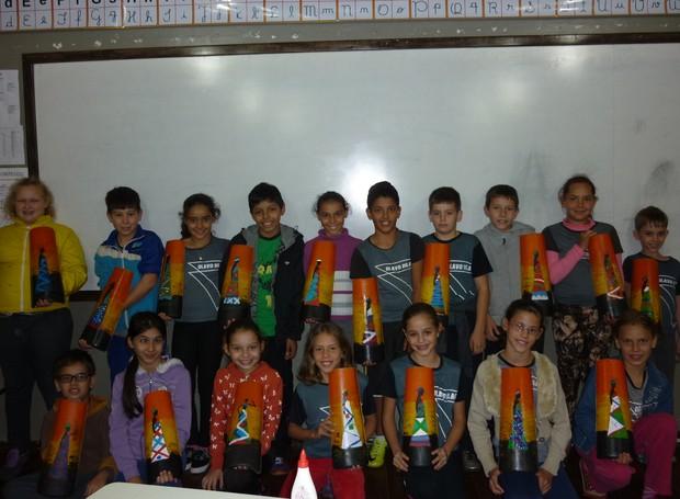 Alunos reunidos logo após a aula (Foto: RPC)