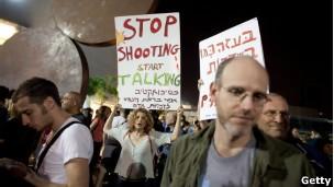 Tel Aviv é o reduto de grupos pacifistas, de ONGs de direitos humanos e dos seculares (Foto: BBC)