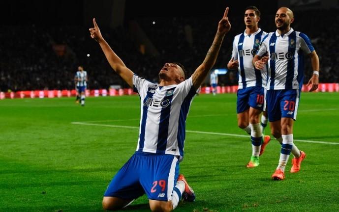 Tiquinho Soares comemora seu sexto gol com a camisa do Porto (Foto: Uefa.com)