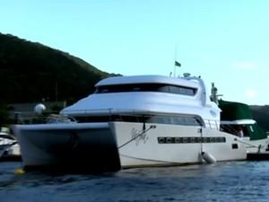 Segundo a PF, barco teria sido comprado com dinheiro proveniente do tráfico (Foto: Reprodução/TV Globo)