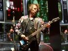 Muse conta com barulho brasileiro em show sombrio e mais enérgico