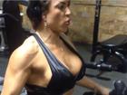 Ex-BBB Michelly exibe músculos durante exercício